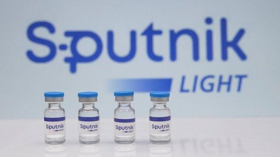 រុស្ស៊ីដាក់ឲ្យប្រើវ៉ាក់សាំងថ្មីឈ្មោះ Sputnik Light «ប្រភេទចាក់តែ១ដូស» ដែលមានប្រសិទ្ធភាពជិត ៨០% (ក្នុង១ដូសតម្លៃមិនដល់១០ដុល្លារ)
